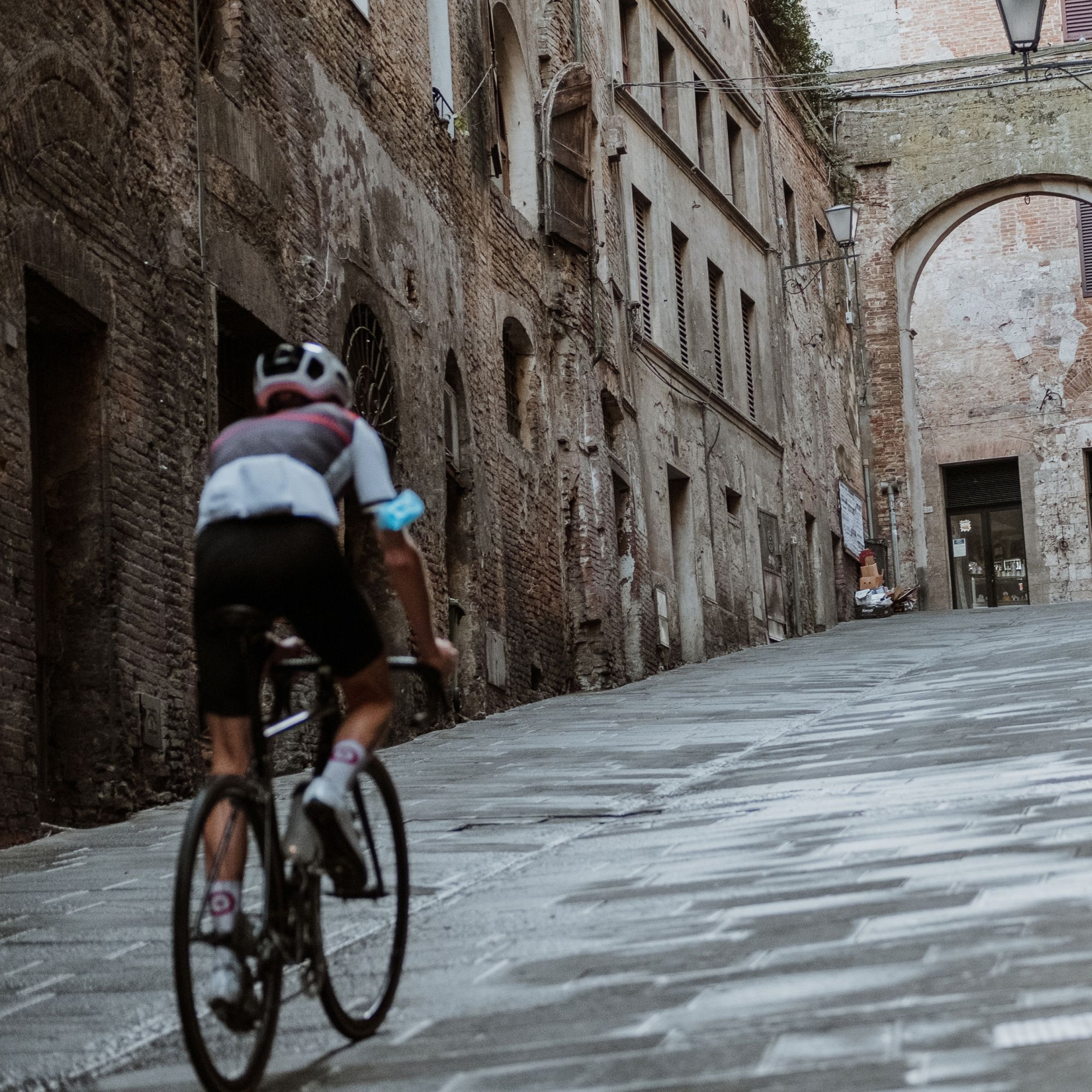 Gareth Winter's Tuscany Road Journal: Part 2 - Finding our Feet (and Wheels)